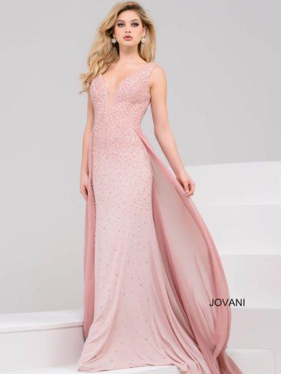 Сногсшибательное вечернее платье розового цвета, мягко облегающее прямым силуэтом фигуру. Юбка дополнена шифоновым верхом, который красиво струится сзади при каждом движении и подчеркивает воздушный шлейф. Глубокое V-образное декольте оформлено полупрозрачной вставкой. По всей длине ткань платья покрыта бисерной вышивкой, которая своим нежным блеском делает наряд торжественнее.