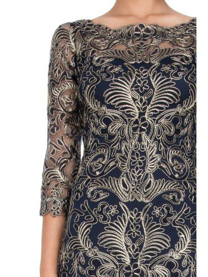 Вечернее платье с золотистой вышивкой по всей длине и рукавами три четверти.
