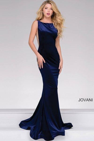 9e0482a9354ea87 Чтобы подчеркнуть свою фигуру, выбирайте однотонное вечернее платье. Такой  наряд не будет разделять ваш силуэт на несколько частей, он притягивает  внимание ...