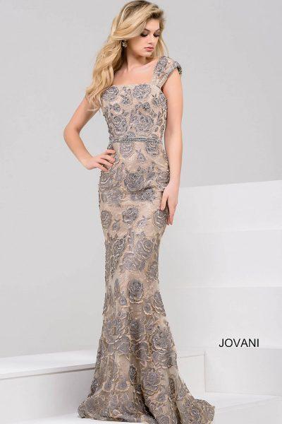 2ada1932f3e3e0b В этом платье сочетаются все самые лучшие черты торжественного наряда. Оно  классическое и вместе с тем современное, оно элегантное и подчеркивает  фигуру.