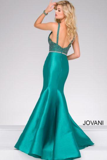 Бирюзовое вечернее платье «русалка» с глубоким вырезом на спинке и бисерным декором.