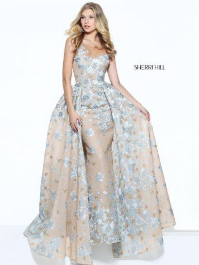 Бежево-голубое вечернее платье с декольте и роскошной двойной юбкой.