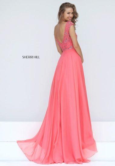 Коралловое вечернее платье прямого кроя с юбкой длиной в пол и вышивкой по лифу.