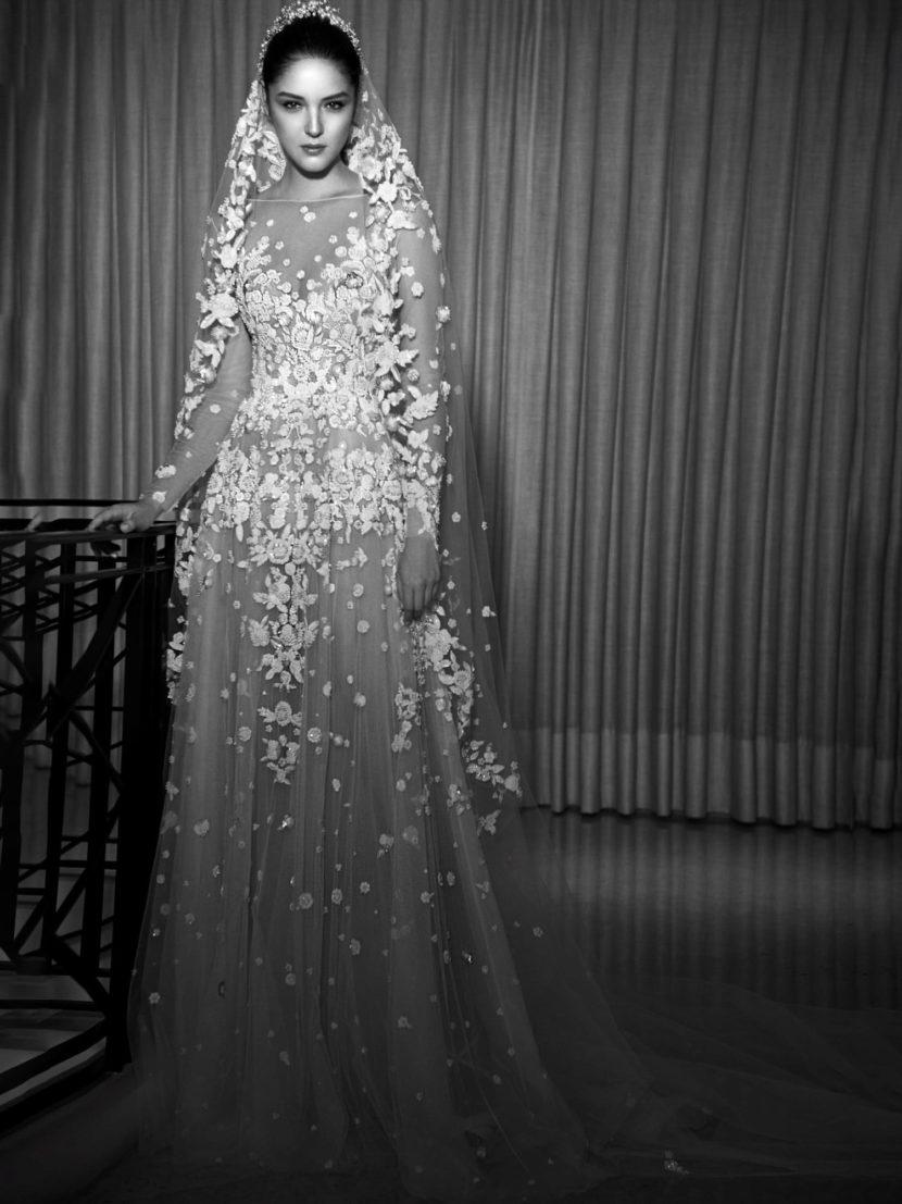Деликатное свадебное платье А-силуэта с прозрачным рукавом и отделкой аппликациями.