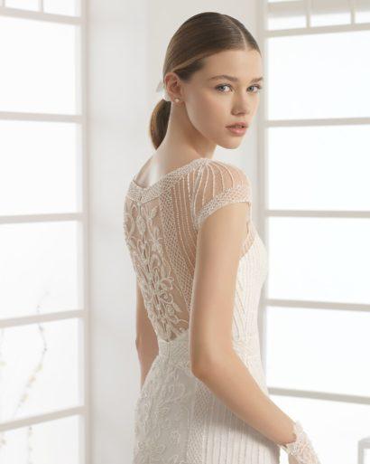 Изысканное свадебное платье «русалка» с великолепным шлейфом и тонкой спинкой.