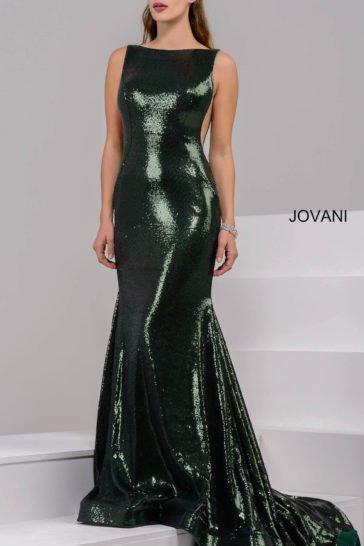 Облегающее вечернее платье темно-зеленого цвета без рукавов, с открытой спинкой.