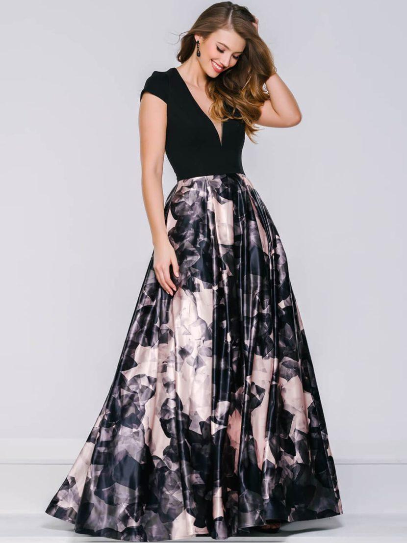 Вечернее платье с черным лифом и пышной атласной юбкой с крупным цветочным узором.