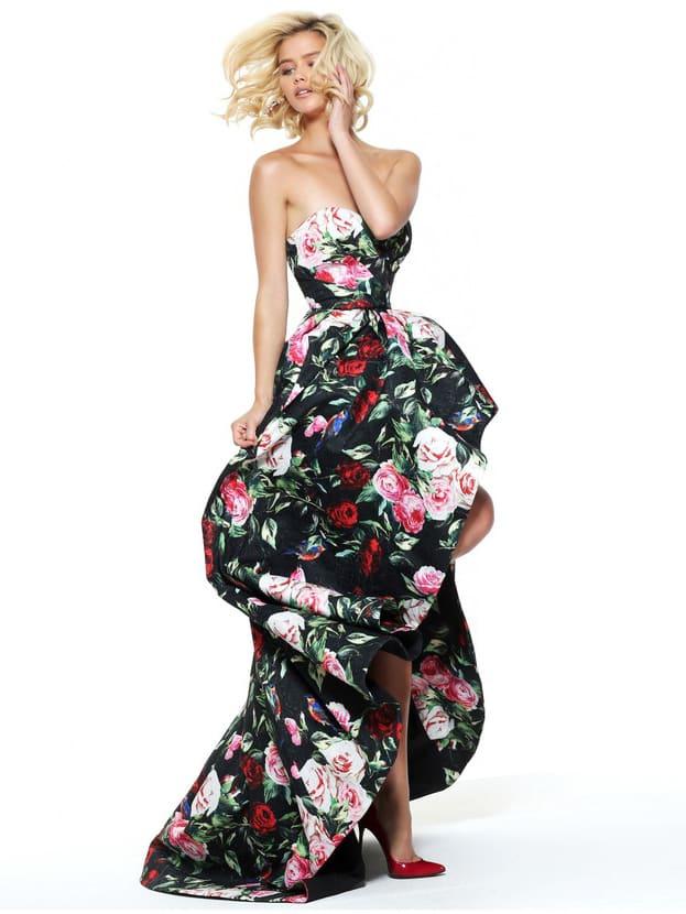 Вечернее платье из плотной ткани с цветочным принтом, укороченное спереди.