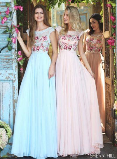 Розовое вечернее платье с цветочным декором на лифе и подолом из шифона.