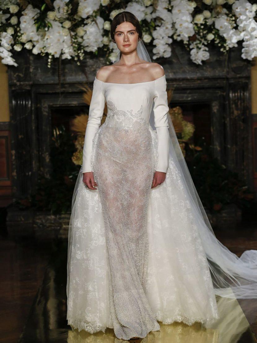 Эффектное свадебное платье «русалка» с вырезом «бато» и роскошной кружевной фатой.