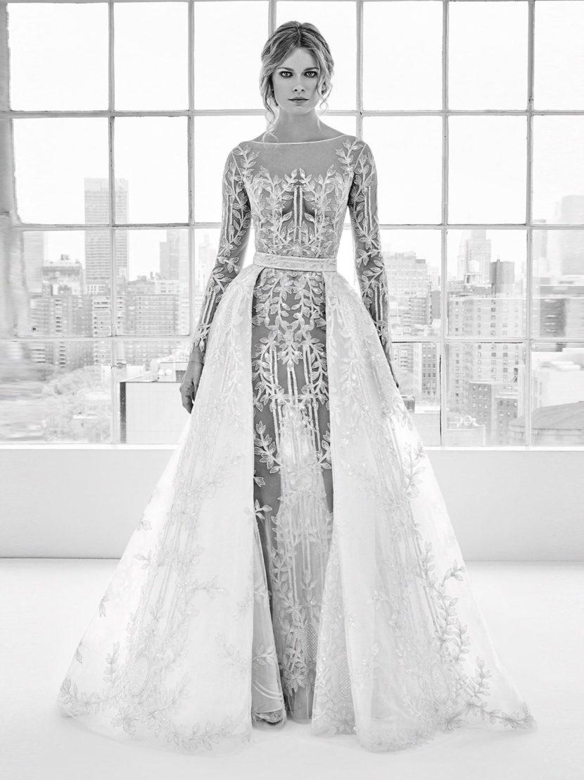 Свадебное платье-трансформер с романтичным декором и пышной верхней юбкой.