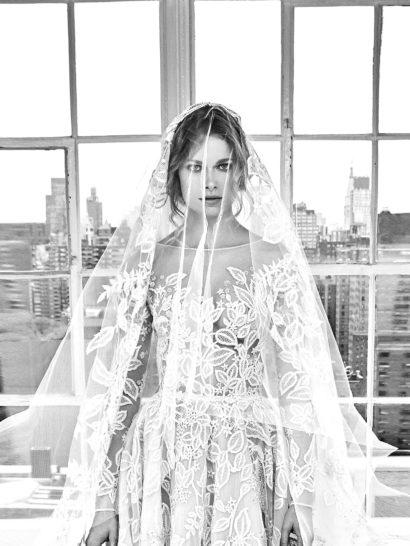 Роскошное свадебное платье с чувственным прозрачным верхом.