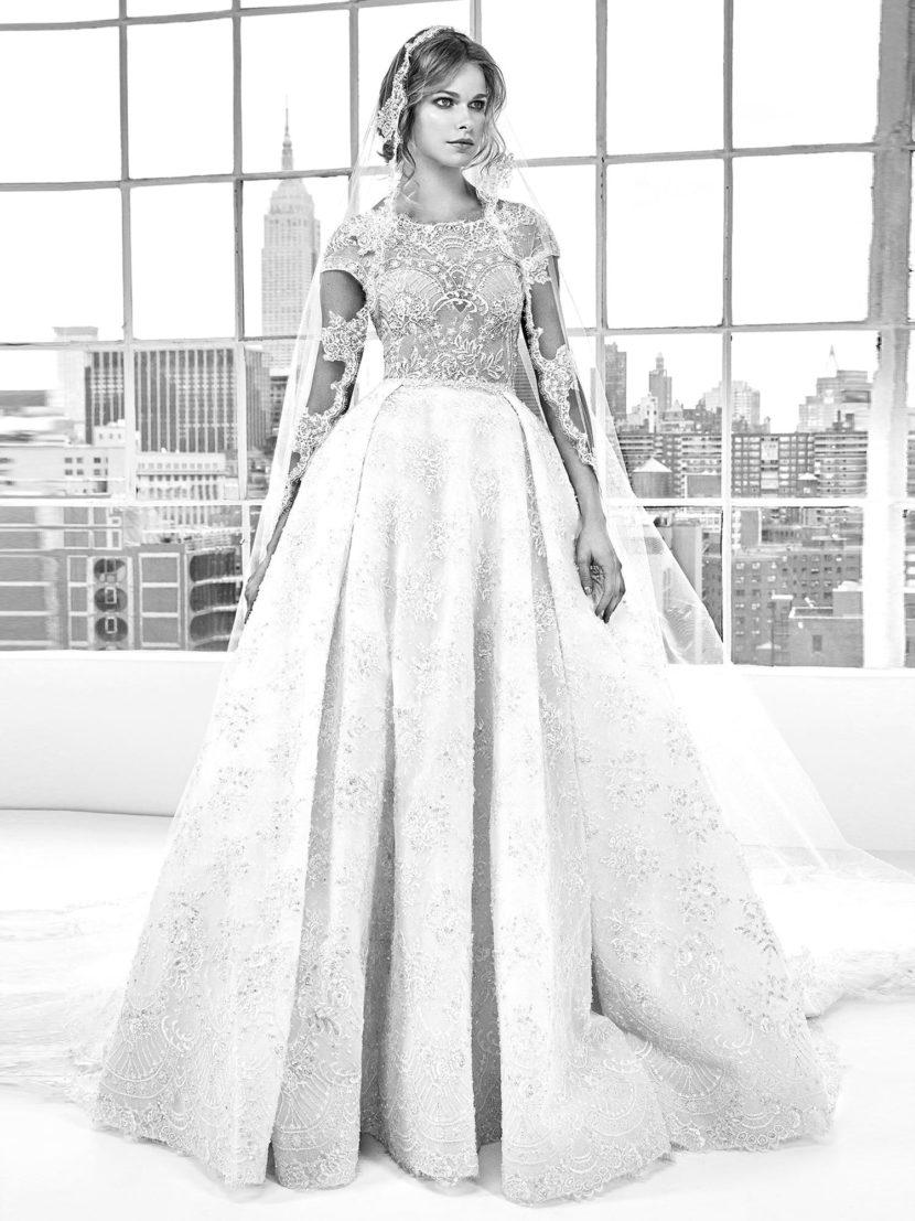 Роскошное свадебное платье «принцесса» с фактурной отделкой по всей длине.