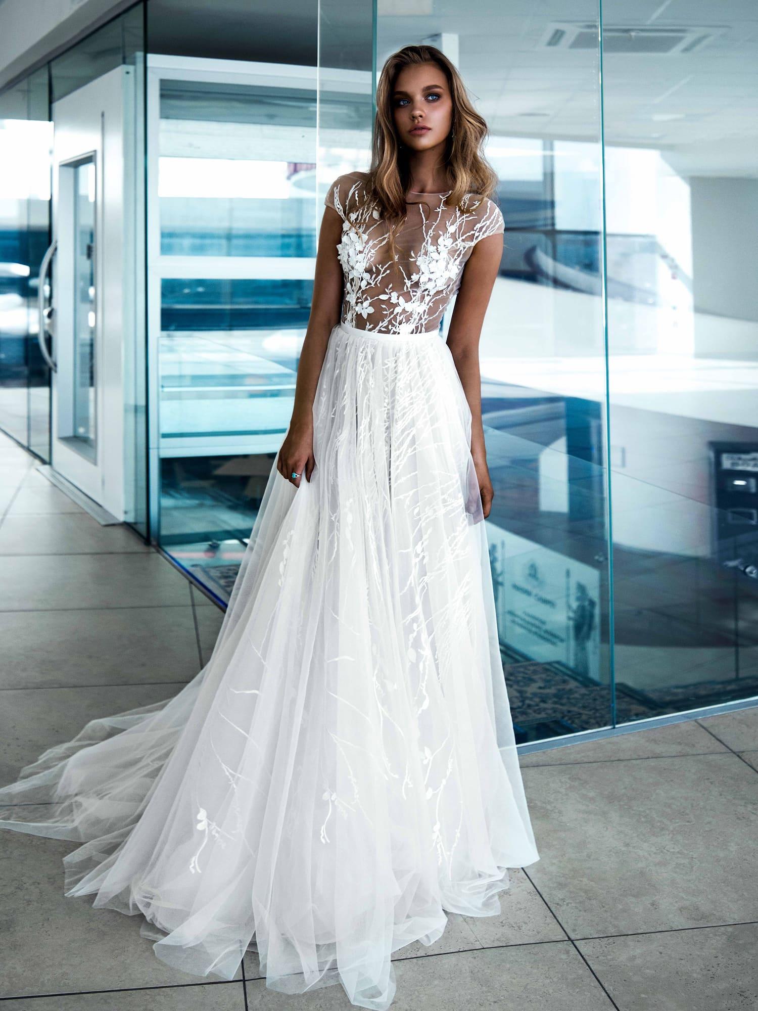 038e1bfabf1 Самые сексуальные свадебные платья 2019