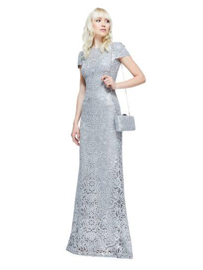 Классический силуэт этого вечернего платья длиной в пол дополнен фактурной вышивкой по тюлю. Вышивка дополнена пайетками, придающими ткани изысканный блеск. В роли подкладки – фирменный трикотаж, подобранный точно в тон отделки.