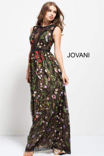 Прямое вечернее платье с цветочным рисунком по всей длине и закрытым верхом.