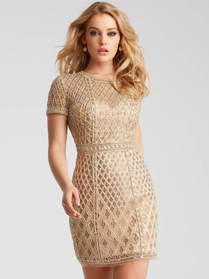 Золотистое вечернее платье с коротким рукавом и юбкой до середины бедра.