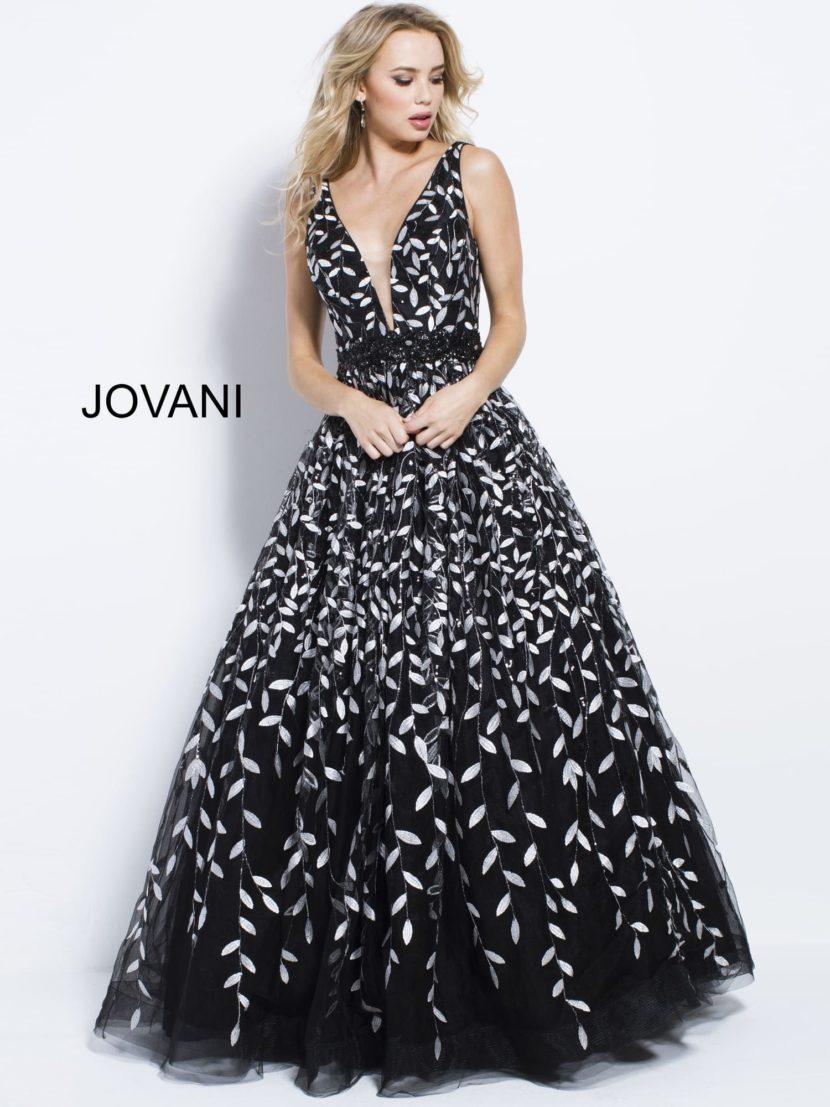 Черно-белое вечернее платье без рукавов с открытой спинкой и V-образным лифом.
