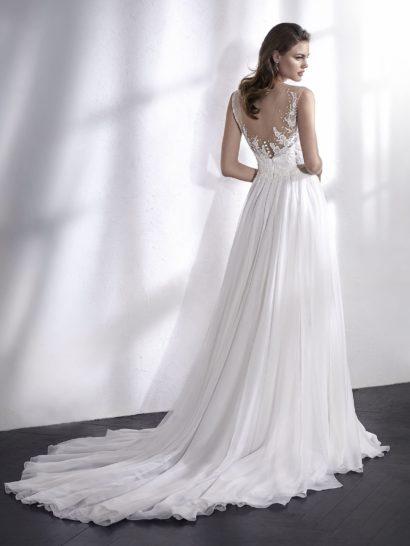 Богемное свадебное платье с полупрозрачными вставками и нежной отделкой.
