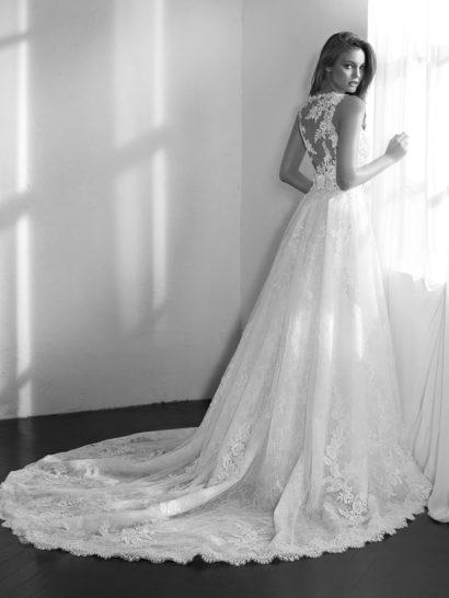 Свадебное платье-трансформер с пышной верхней юбкой и кружевным декором.