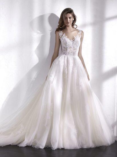Чудесное бальное свадебное платье. Великолепная пышная юбка создана из множества слоев тюля. Она прекрасно сочетается с полупрозрачным корсетом, облегающим силуэт как вторая кожа и украшенным вышивкой. Женственный V-образный вырез свадебного платья сделает невесту центром всеобщего внимания.