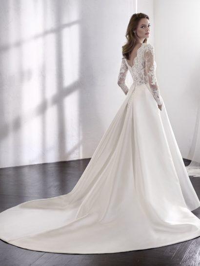 Бальное свадебное платье с полупрозрачным верхом и юбкой из шелка микадо.