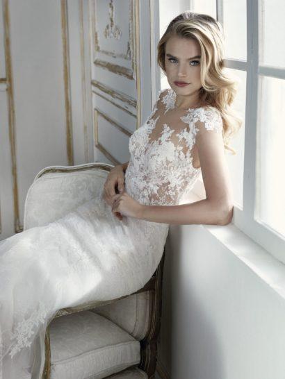 Облегающее свадебное платье со съемной подкладкой и отделкой вышивкой.