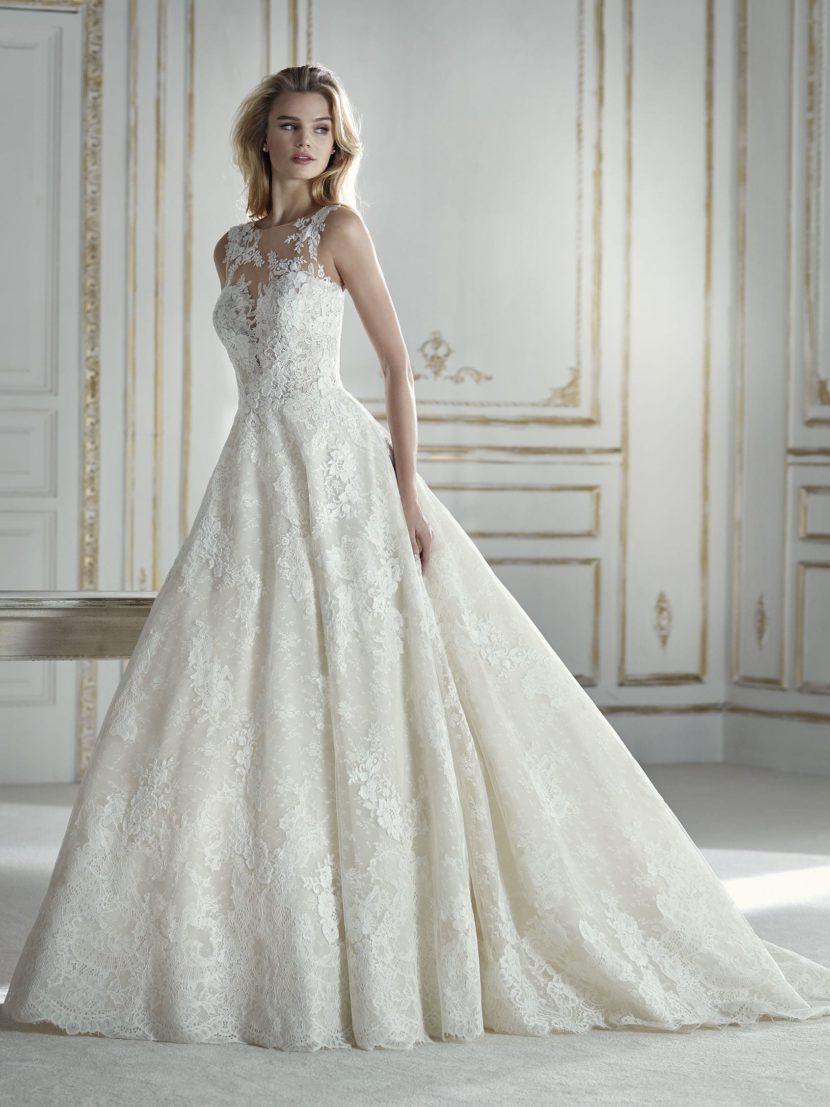 Бальное свадебное платье с чувственной отделкой кружевом и вышивкой.
