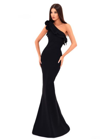 Элегантное вечернее платье черного цвета с юбкой силуэта «русалка» длиной в пол. Асимметричный верх с широкой бретелью через одно плечо подчеркивает декольте. По краю лифа располагаются пышные оборки, придающие образу кокетливое и романтичное настроение.