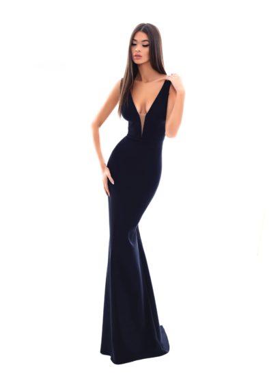 Для ценительниц лаконичности – минималистичное вечернее платье черного цвета. Облегающий силуэт подчеркивает каждый изгиб фигуры, длина юбки задает нужное настроение. Головокружительное декольте для комфорта движений дополнено тонкой вставкой в тон кожи. На спинке – такой же глубокий V-образный вырез.