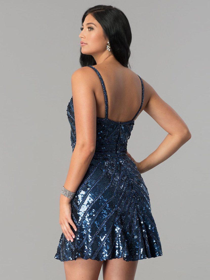 Синее вечернее платье с отделкой пайетками и короткой юбкой.