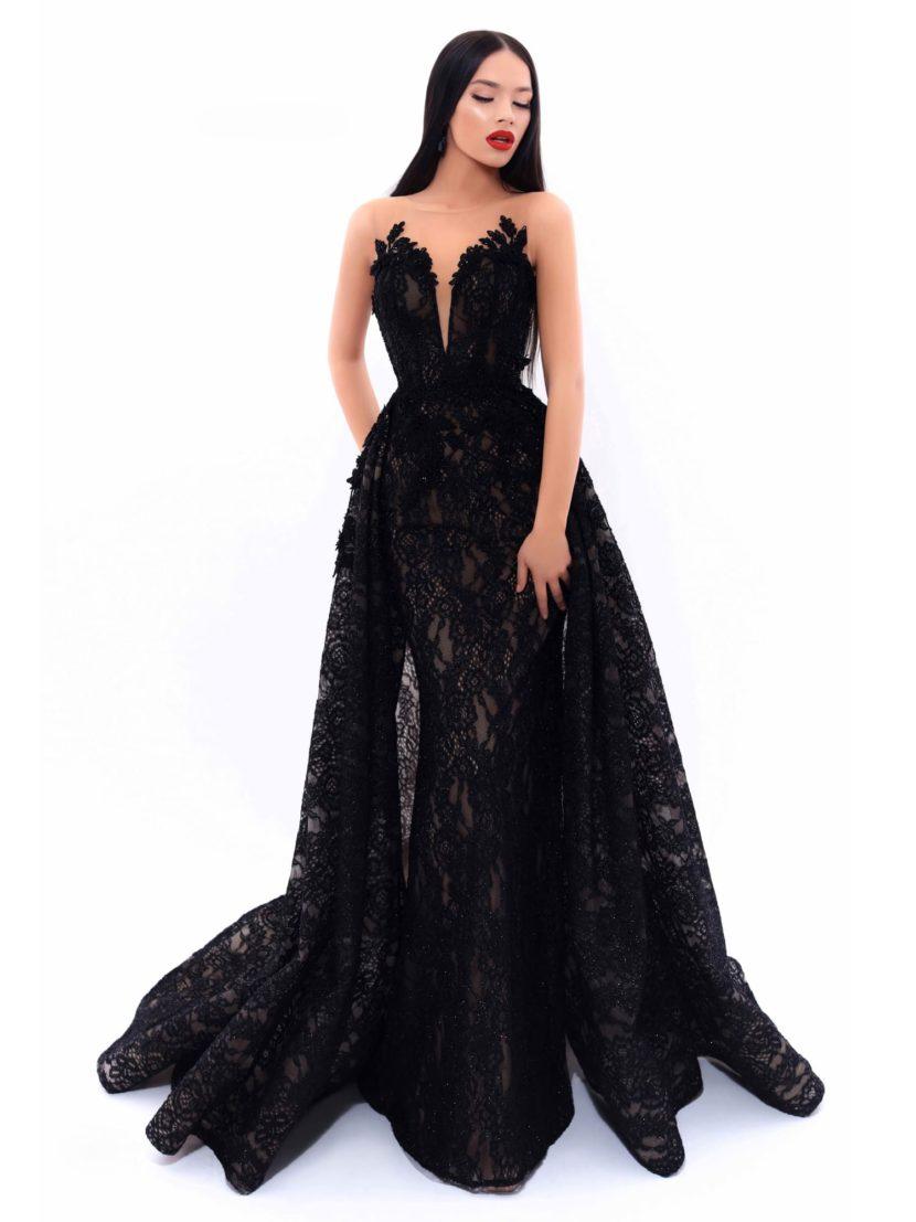 Черное кружевное вечернее платье с длинной двойной юбкой со шлейфом.