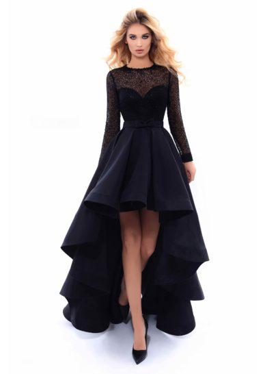 Шикарное вечернее платье гарантированно будет в центре всеобщего внимания. Прежде всего, производит впечатление пышная юбка с укороченным спереди подолом, спускающаяся эффектными волнами. На талии располагается узкий пояс, украшенный небольшим бантом. Корсет с лифом в форме «сердца» полускрыт плотной кружевной тканью черного цвета, создающей длинные облегающие рукава.