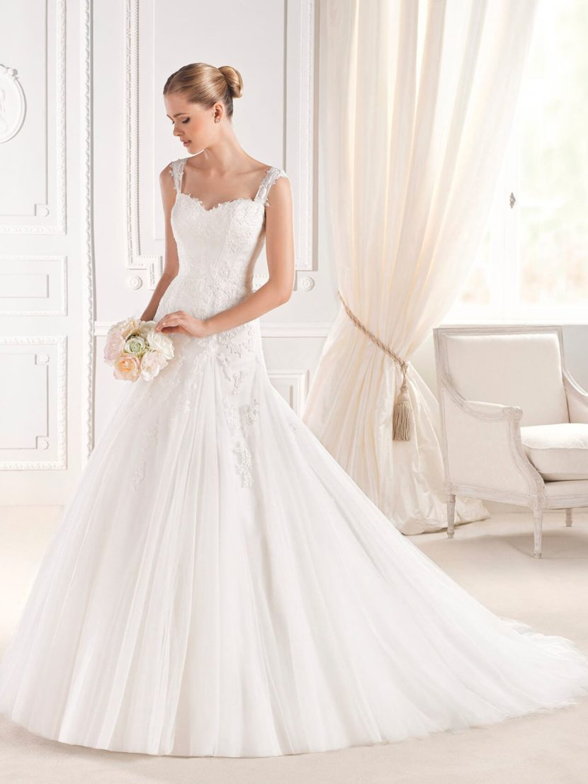 Свадебное платье «принцесса» с лифом на бретелях и открытой спинкой.