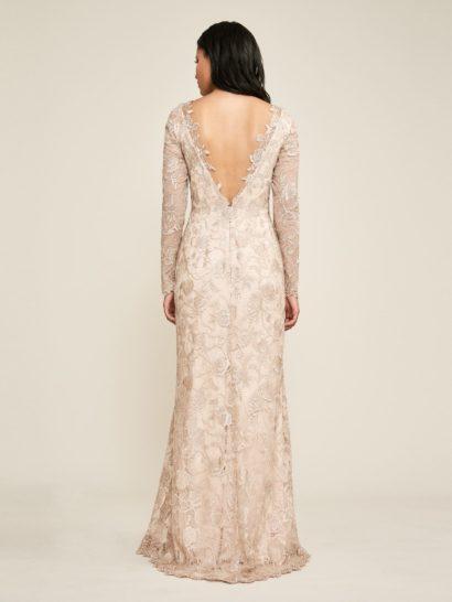 Вечернее платье А-силуэта с роскошным кружевным декором.
