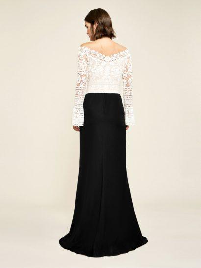 Черно-белое вечернее платье силуэта «рыбка» с длинным рукавом.