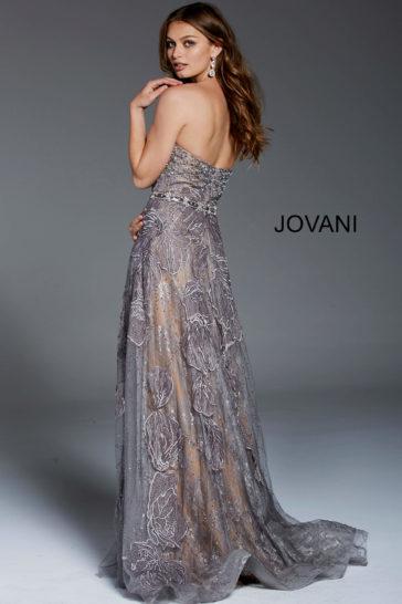 Серо-бежевое вечернее платье А-силуэта с сияющим декором.