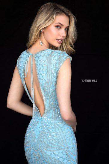 Голубое вечернее платье «русалка» с открытой спинкой и бисером.