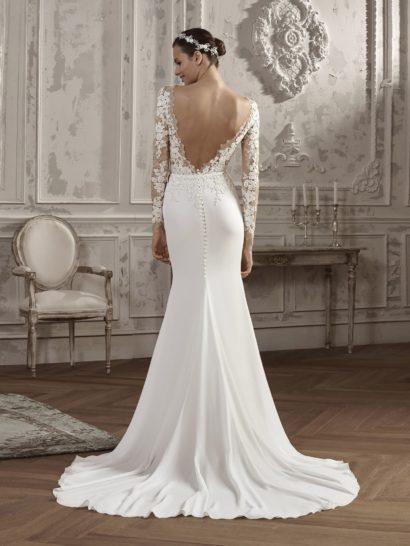 Свадебное платье «русалка» с кружевным верхом и открытой спиной.