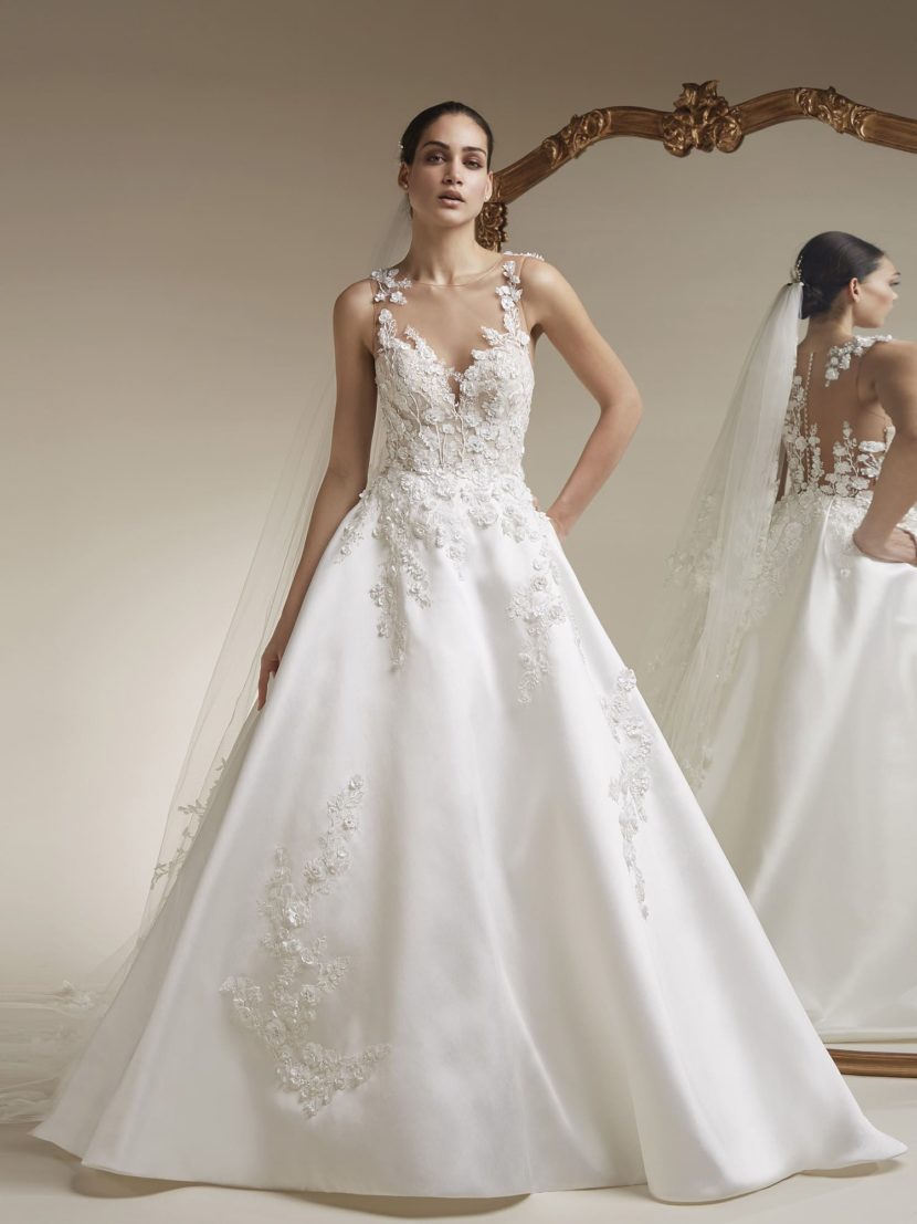 Атласное свадебное платье «принцесса» с прозрачной спинкой.
