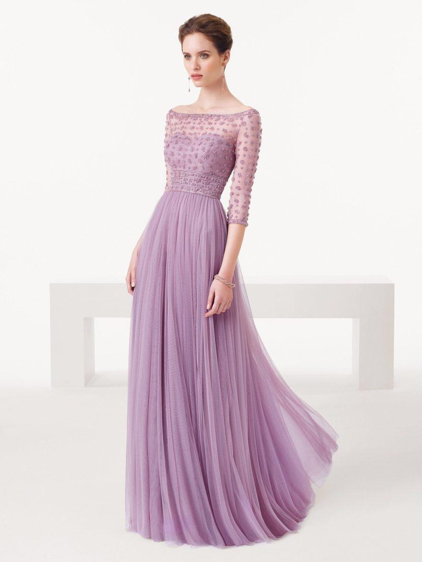 Сиреневое вечернее платье в пол с рукавами.