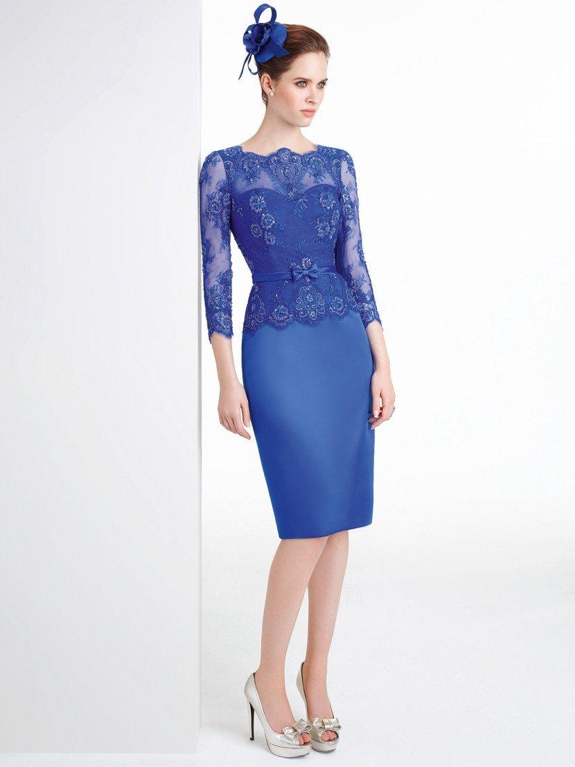 Коктейльное синее платье с рукавами.