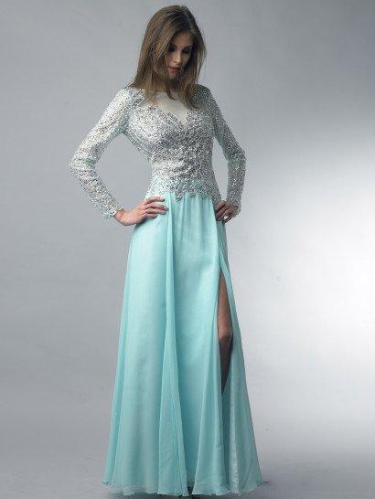 Роскошное вечернее платье покоряет выразительным сочетанием декора и кроя.  Прямая юбка нежного мятного цвета соблазнительно открывает ноги высоким разрезом сбоку.  Уравновесить ее помогают закрытое полупрозрачной тканью декольте и длинные облегающие рукава.  Весь верх плотно покрыт слоем потрясающей сверкающей вышивки из серебристого бисера и стразов, создающей изысканные линии и узоры по лифу и полностью декорирующей рукава.  Платье идеальноподойдет для встречи Нового года!