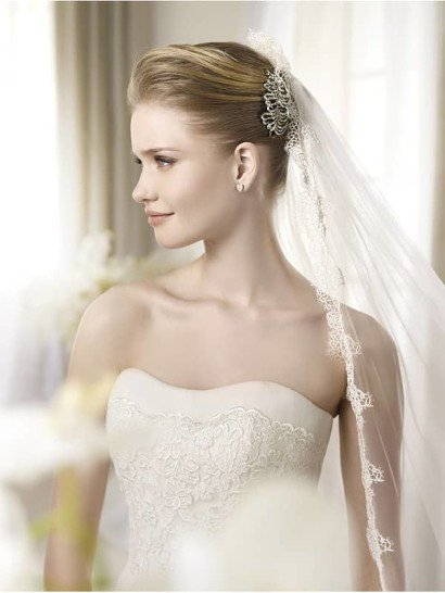 Красивое кружевное свадебное платье силуэта «русалка»