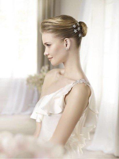 узкое атласное свадебное платье из коллекции 2013 года
