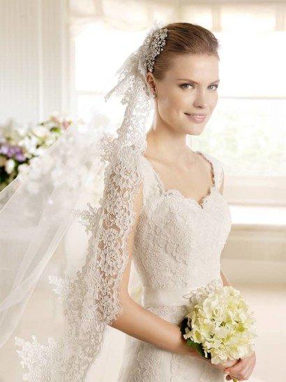 Свадебное платье со шлейфом.