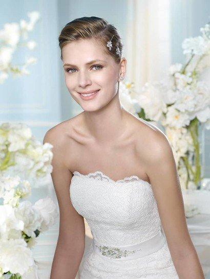 Красивое открытое кружевное свадебное платье силуэта «русалка» со шлейфом