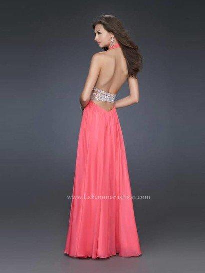 Вечернее коралловое платье с поясом.