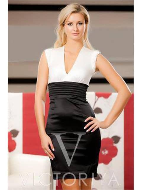 Облегающее коктейльное платье с V-образным вырезом из контрастных тканей.