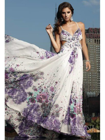 Недорогое длинное вечернее платье.